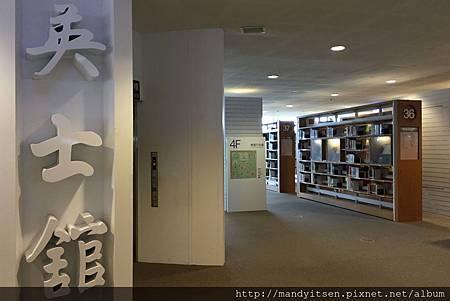 高雄圖書總館四樓一隅