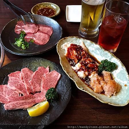 北山燒肉的牛舌、ロース與ホルモン拼盤