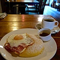 Cafe Rhinebeck份量十足的鬆餅早餐
