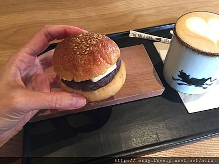 尺寸迷你的紅豆奶油漢堡