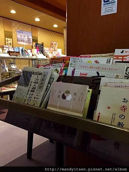 在仁和寺會館報架上赫然發現我的書《極上京都》
