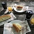 在京都御苑野餐中