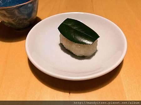 道明寺製「椿餅」