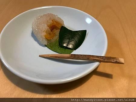 道明寺製「椿餅」斷面秀
