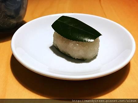 道明寺製椿餅(tsubakimochi)