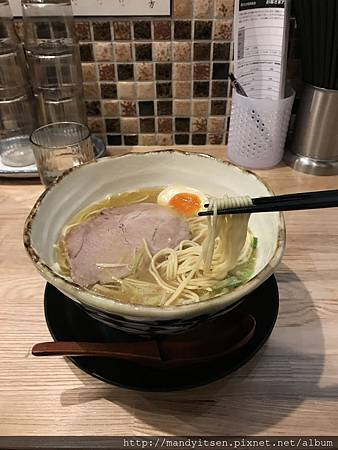 「たか松」的煮干し香る拉麵
