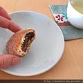 正在吃流傳了千年的菓子:ぶと饅頭