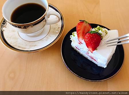 朋友手作的草莓蛋糕