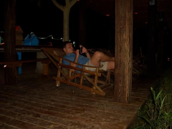 在躺椅上休息看夜景...順便定位!!