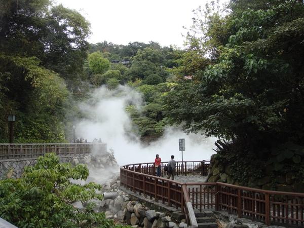煙霧滿谷的地熱谷公園