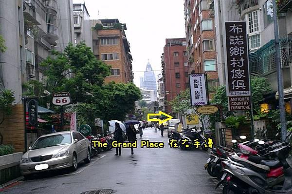走進巷子裡面 TGP在右手邊