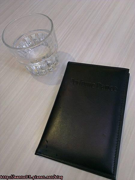 先送上一杯水+帳單