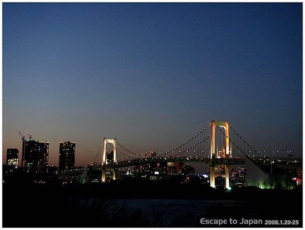 夕陽時候的彩虹大橋