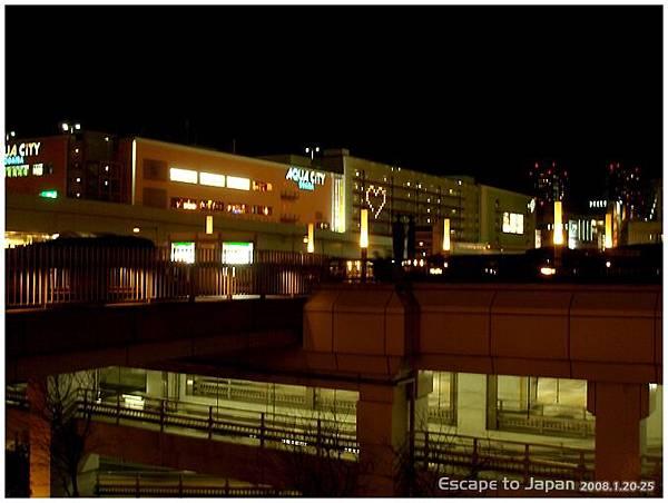 Aqua city 外的燈