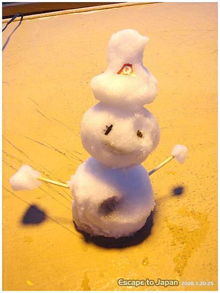 富士急門口作人員坐的小雪人