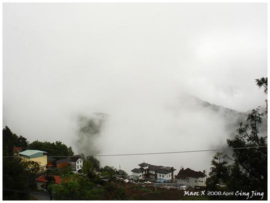 雨停了 但霧還是很大