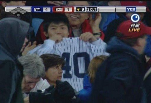 在紅襪主場穿40球衣的勇敢洋基球迷