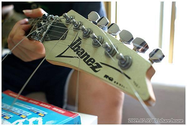 帥氣電吉他 還是名牌欸