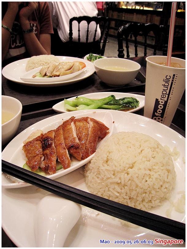 飯好香!!!  怎麼連美食街的海南雞飯都這麼好吃  我們一定是餓了