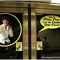 新加坡捷運上一直看到這怪怪的人