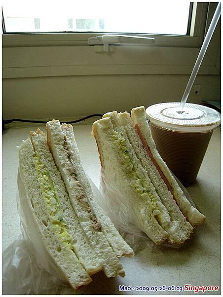 今天依舊是簡單早餐路線 不過值得一提它們的咖啡不錯 是Nestle coffee 不會死甜