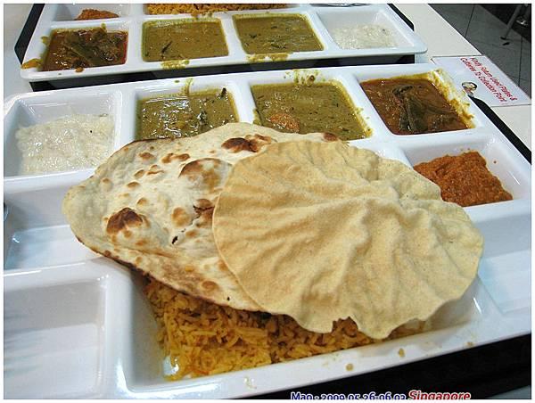 晚餐吃印度料理 算挺不錯的 只是某個醬料裡的香料讓我實在是嚇到了