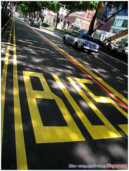 計程車不像台灣統一顏色 它們很隨意的