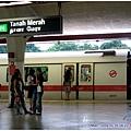 新加坡捷運的標誌跟台北根本是一樣的阿