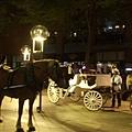 另一個晚上來到市區, 有很多馬車氣氛不錯