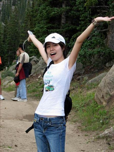 來到大自然中很喜歡高舉雙手