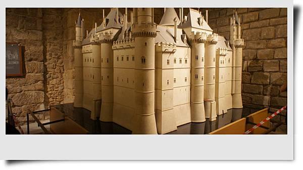 羅浮宮早期模樣的模型