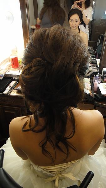 髮型完成囉~背面