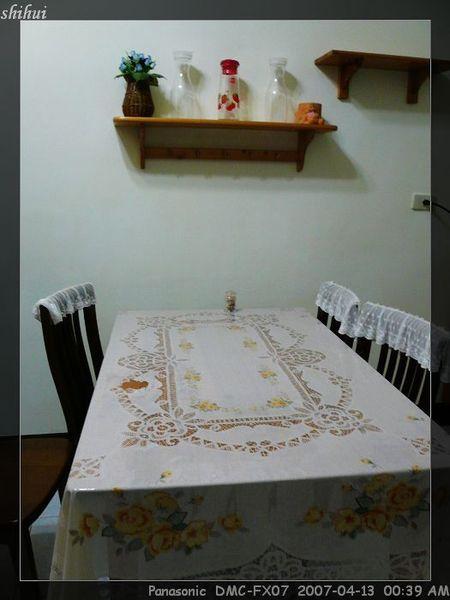 未被麻將淹沒的餐桌