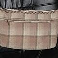 拼布斜側背包 -背面拉鏈口袋