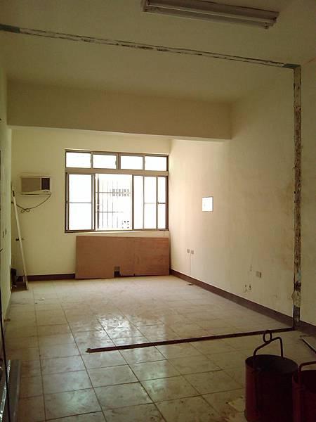 施工前-二樓前房間