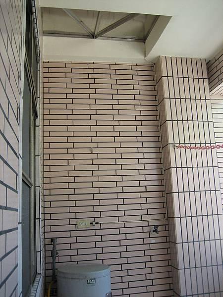 施工前-三樓後陽台可通頂樓的位置