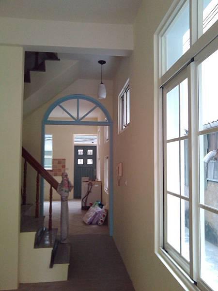 廚房拱門-完工後(因為沒錢做門片了,只有門框...)
