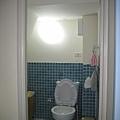 一樓可憐沒錢做門的小廁所