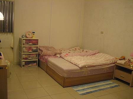 三樓房間(中間)-兒童房