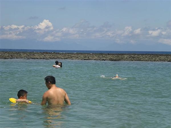 綠島燈塔下的烏油窟小水池
