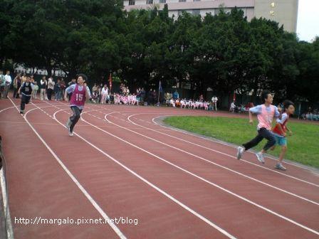 我的六年級朋友黃邦恩參加六年級組200公尺決賽