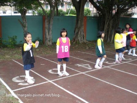 我的一年級朋友劉珮伶參加一年級組80公尺決賽,她得到第五名
