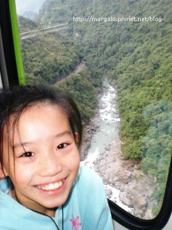 雲仙樂園空中纜車內往下拍山谷