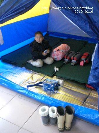 到達後先搭帳篷、放床墊