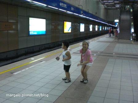 捷運龍山寺站內