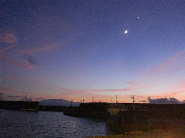 綠島~小明的巴比Q旁的南寮漁港景色