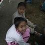 運動會進行中我和弟弟在校園旁玩沙