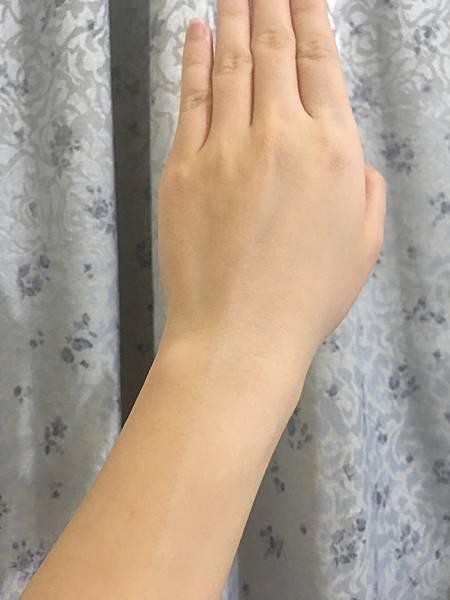 MOOI小心機素顏霜7.JPG