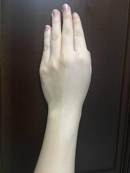 MOOI小心機素顏霜8.JPG