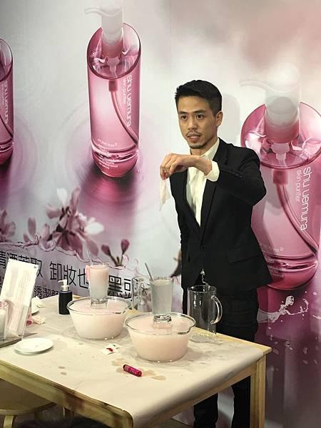 櫻花萃釀淨透潔顏油5.JPG